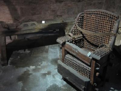 Испанское кресло с шипами