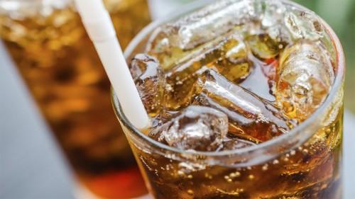 Сладкие газированные напитки и соки