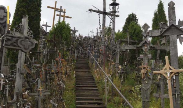 Гора крестов лестница