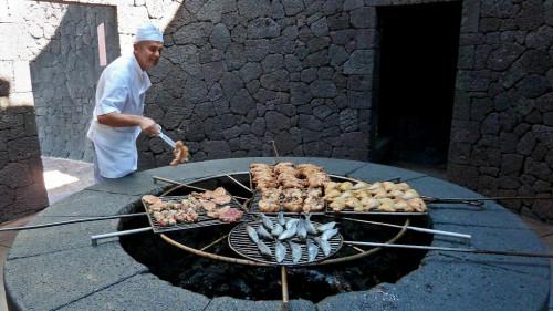Ресторан «El Diablo» на действующем вулкане