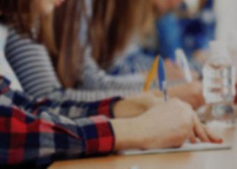 Как списывать на уроке незаметно? Лучшие способы