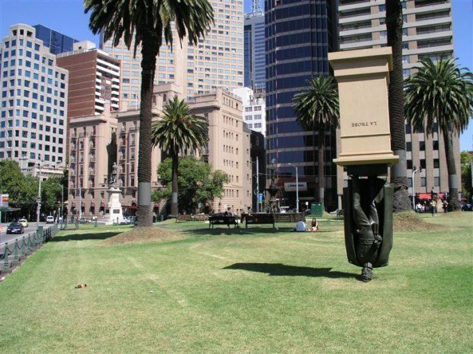 Скульптура Чарлза Ла Тробе